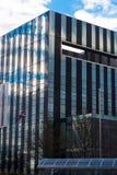 Corby, Ηνωμένο Βασίλειο - 1 Ιανουαρίου 2019 - κτήριο κύβων Corby, το Συμβούλιο δήμων Corby Σύγχρονη εικονική παράσταση πόλης με τ στοκ φωτογραφία