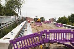 Corby, Reino Unido - 29 de agosto de 2018: Reparo da ponte Apoio de Metallicheskie da ponte Carried out programou o trabalho do r imagens de stock royalty free