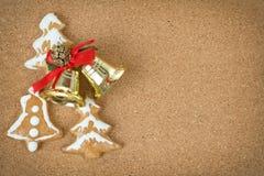 Corcboard с колоколами хлеба и рождества имбиря Стоковые Изображения RF