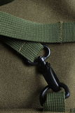 Corchete táctico del metal del negro del bolso del ejército de la bolsa de viaje Fotografía de archivo