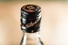 Corcho de la botella de Johnnie Walker Black Label en cierre-u de la botella de whisky fotos de archivo