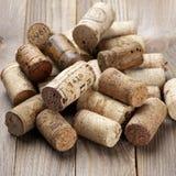 Corchos clasificados del vino foto de archivo