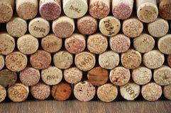 Corchos clasificados del vino fotografía de archivo libre de regalías