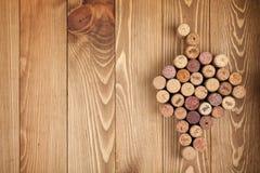 Corchos formados uva del vino imagenes de archivo