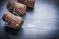 Corcks de la opinión tres de Copyspace del champán con los alambres Imagen de archivo