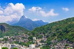 Corcovado,在科帕卡巴纳附近的favela看法在里约热内卢 图库摄影