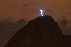 Corcovado και Χριστός ο απελευθερωτής τη νύχτα στοκ εικόνες με δικαίωμα ελεύθερης χρήσης