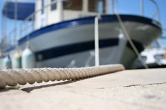 Corda alla barca Immagini Stock
