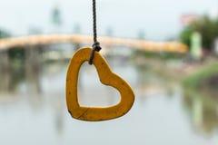 Corda amarrada com forma do coração do cimento foto de stock royalty free