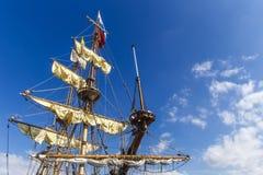 Corda, cavi e corde su una nave di pirata fotografia stock