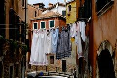 Corda com a lavanderia nas ruas de Veneza, Itália Fotografia de Stock Royalty Free