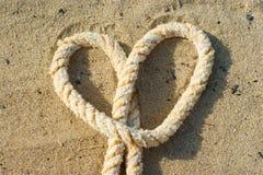 Corda con un nodo del cuore Immagini Stock Libere da Diritti