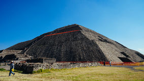 Corda da pirâmide de Teotihuacan com cuidado fotos de stock