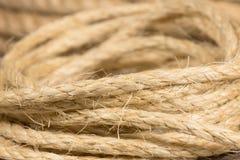 Corda dagli anelli rotolati fibre tessili naturali Fotografie Stock