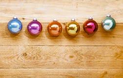 Corda de baubles coloridos do Natal Foto de Stock Royalty Free
