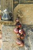 Corda de cebolas vermelhas Imagens de Stock Royalty Free