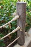 Corda de madeira da cerca e do nó Fotos de Stock