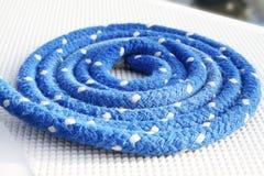 Corda de navigação prendida azul Imagens de Stock