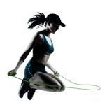 Corda de salto do basculador do corredor da mulher Fotografia de Stock Royalty Free