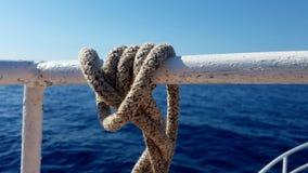 Corda di barca con la navigazione del nodo Fotografia Stock
