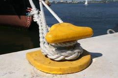 Corda do gancho e do navio da amarração Imagens de Stock