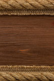 Corda do navio na textura de madeira imagens de stock