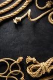 Corda do navio no preto fotografia de stock