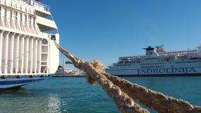 Corda dos ferryboats no porto da separação, Croácia filme