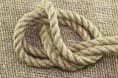 Corda e nodo su fondo fotografia stock