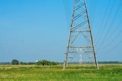Corda e sottostazioni sopra il cielo blu Fotografia Stock Libera da Diritti