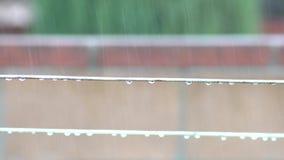 Corda em um dia chuvoso vídeos de arquivo