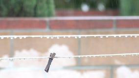 Corda em um dia chuvoso video estoque