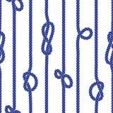 Corda marinha vertical com teste padrão sem emenda do vetor dos nós Imagens de Stock Royalty Free
