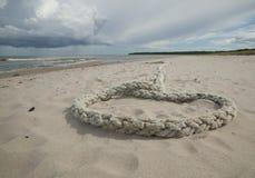 Corda que coloca em sand.GN imagem de stock royalty free