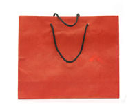 Corda rossa del nero del sacco di carta isolata Immagine Stock Libera da Diritti