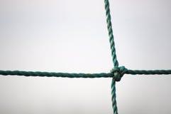 Corda torcida verde com um nó Fotografia de Stock Royalty Free