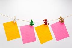 Cordage d'armement coloré de papiers de note images stock