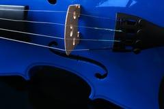 Cordas azuis do violino Fotografia de Stock
