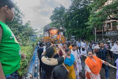 Cordas de arrasto dos devotos - Rath em Kolkata Fotografia de Stock Royalty Free