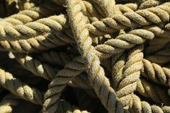 Cordas do navio do navio de cruzeiros e da carga Fotos de Stock