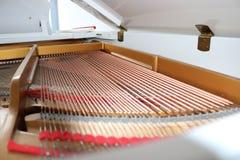 Cordas do piano de cauda, jogando a música Imagens de Stock Royalty Free