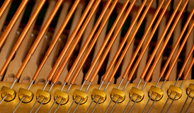 Cordas do piano no macro Fotos de Stock Royalty Free