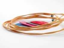 Cordas e plectros da guitarra acústica Fotografia de Stock Royalty Free