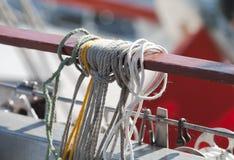 Cordas em um close up da embarcação de navigação Fotografia de Stock Royalty Free