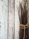 Cordas no fundo de madeira Imagens de Stock