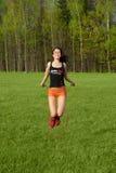 Corde à sauter de jeune femme Photographie stock libre de droits