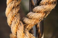 Corde déchirée en lambeaux portée vieux par temps Photo libre de droits