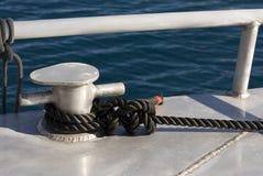 Corde d'amarrage sur un crampon Photo libre de droits