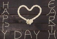 Corde dans la forme du coeur d'amour Jour de terre heureux Photo libre de droits