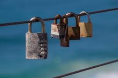 Corde de fer avec des cadenas Photo stock